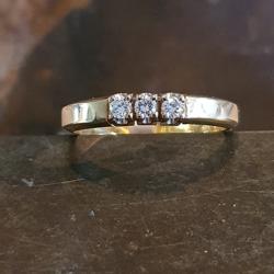 Albino geel gouden ring 0.12crt.
