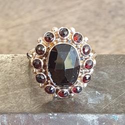 Rose gouden ring met een granaat maat 19,75