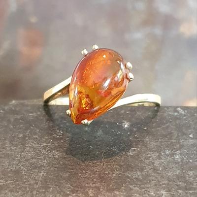 Geelgouden ring met barnsteen