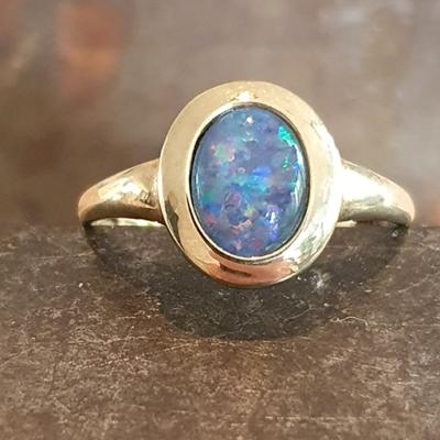 Geelgouden ring met doublet opaal