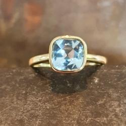 Geelgouden ring met topaas