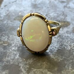 Gouden ring melkopaal