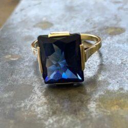 Gouden ring synthetische saffier